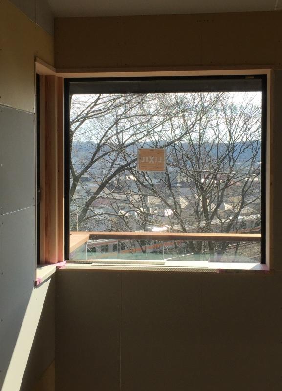 窓 (577x800)