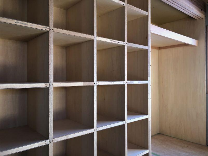 注文住宅ならではの大工が作る収納家具